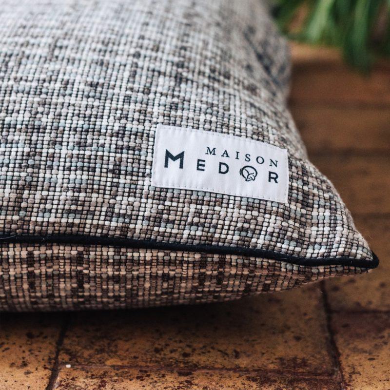 le coussin pour chiens confortable de maison médor