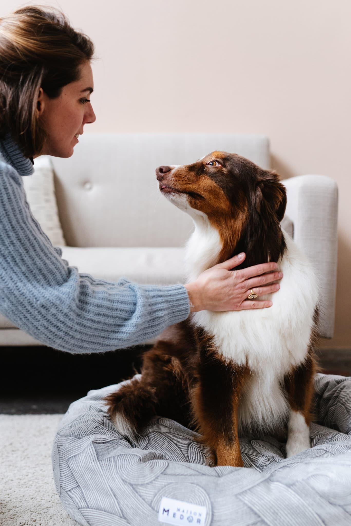 Margot Bott la fondatrice de Maison Medor, le specialiste des coussins et paniers pour chiens