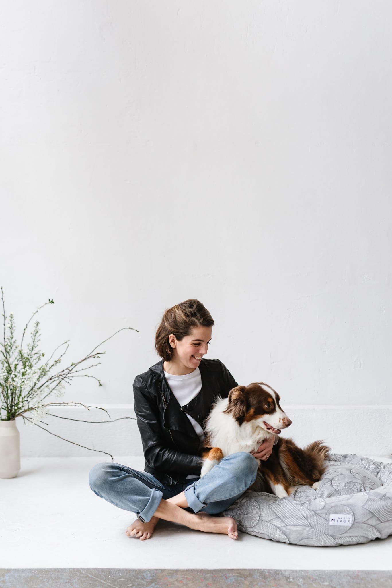 Margot Bott la fondatrice de Maison Medor, la marque des coussins et paniers pour chien made in France